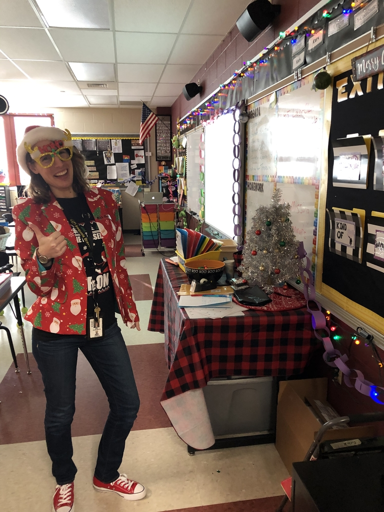 Miss Durante is sporting the spirit of the season.